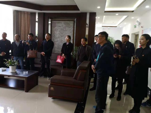 鹤庆县工业园区基层党组织书记 到沧龙物流考察党建工作
