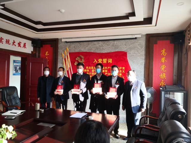 沧龙物流公司党支部表彰嘉奖抗疫中的优秀党员